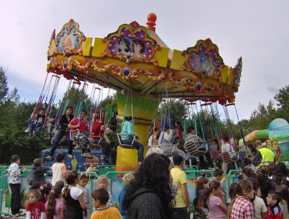 Sommerfest i Gellerupparken: Karrusel